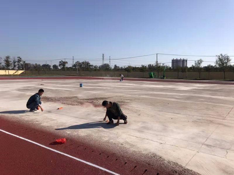 学校体育场施工